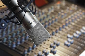 microfono-consola-radio